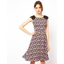 Warehouse - Skaterkleid mit Spitzenbesatz und Blumenmuster - Mehrfarbig