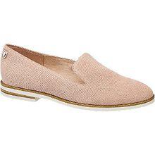 Sportive Eleganz verkörpert der rosafarbene Loafer von 5th Avenue. Das Obermaterial besteht aus Leder, akzentuiert von einem tonigen Muster, das ein wenig an eine Schuppenprägung erinnert. Innen ist der Schuh mit farblich abgestimmtem Textil und Leder versehen. Er ist schlank geschnitten und dank des verschlusslosen Designs sehr bequem. Die Ferse ist mit einem Zierriegel akzentuiert, Laufsohle und 2-cm-Blockabsatz sind beigefarben-weiß.