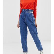 ASOS DESIGN Tall - Boyfriend-Jeans mit Paperbag-Taille in mittlerer Vintage-Waschung und Gürtelschnalle - Blau