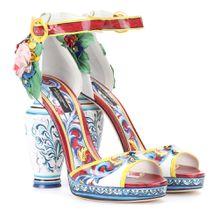 Sandaletten aus Lackleder