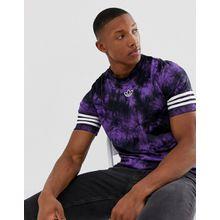 adidas Originals - T-Shirt in Batikoptik mit Streifen und mittigem Logo - Violett