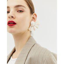 ASOS DESIGN – Auffällig naturfarbene Ohrringe mit Bastquasten-Cremeweiß