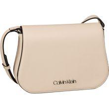 Calvin Klein Satteltasche Slide Saddle Bag Light Sand