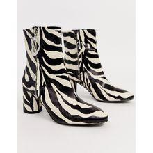 ASOS DESIGN - Charlotte - Elegante Stiefel mit Zebramuster und Reißverschlussdetail - Mehrfarbig