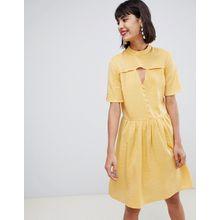 Pieces - Mini-Freizeitkleid in Gelb mit Knopfdetail - Gelb