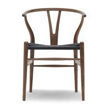 Carl Hansen - CH24 Wishbone Chair, Walnuss / schwarzes Geflecht