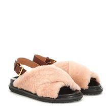 Sandalen aus Shearling