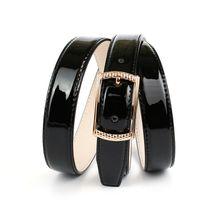 Anthoni Crown 2,4 cm schmaler Lackledergürtel in Schwarz Ledergürtel schwarz Damen