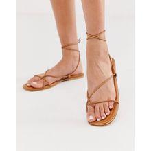 Missguided - Flache, hellbraune Sandalen mit Beinschnürung - Bronze