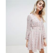 Missguided – Chiffon-Kleid mit Blumenmuster-Rosa