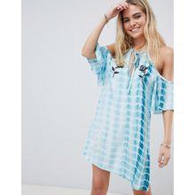 Glamorous - Kleid mit Schulteraussparungen und Batikmuster - Blau