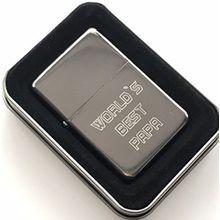Indivuduelle Gravur World`s Best Papa Stern Silber Benzin Feuerzeug (T153) + 59mm Knopf-abzeichen