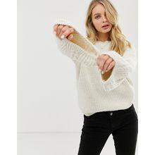 ASOS DESIGN - Pullover mit Zopfmuster und Glockenärmeln - Cremeweiß