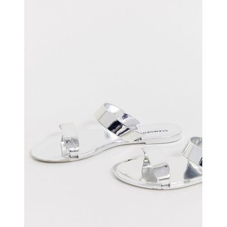 buy online 9db52 4cae0 Glamorous - Flache Sandale mit zwei silberglänzenden Riemen - Silber